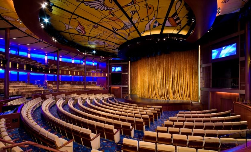 Hoogstaand entertainment in theater van Celebrity Solstice